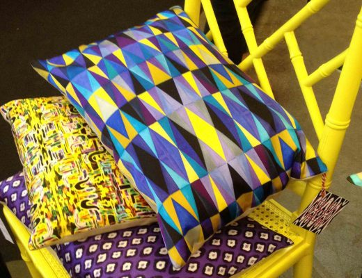 mariska-meijers-univers-colore-chaise-jaune-coussin