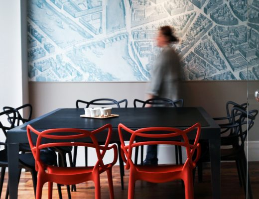 1-agencement-bureaux-salle-de-réunion-table-métal
