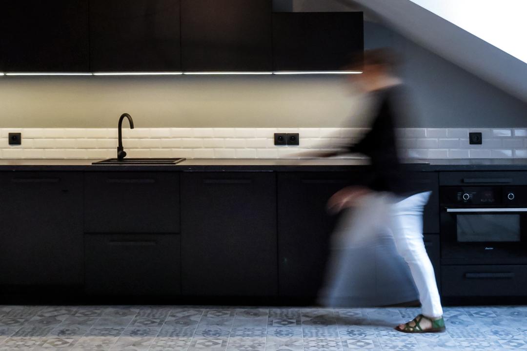cuisine-noire-sous-les-toits